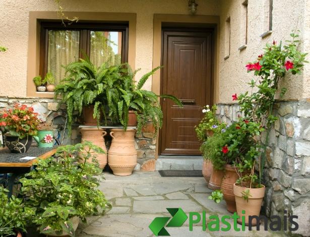 Saiba quais os erros mais comuns em jardinagem e cuide da saúde de suas  plantas f65f2b5d93c